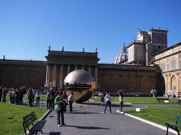 005Vatican Museums.jpg