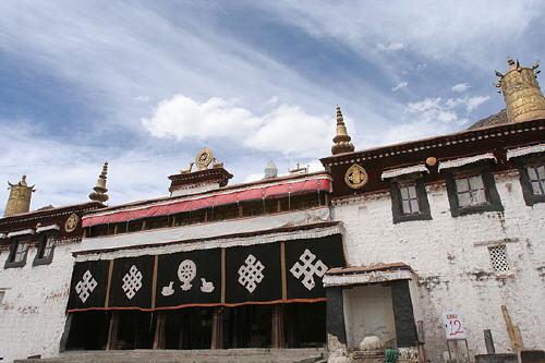 02Sera Monastery.jpg