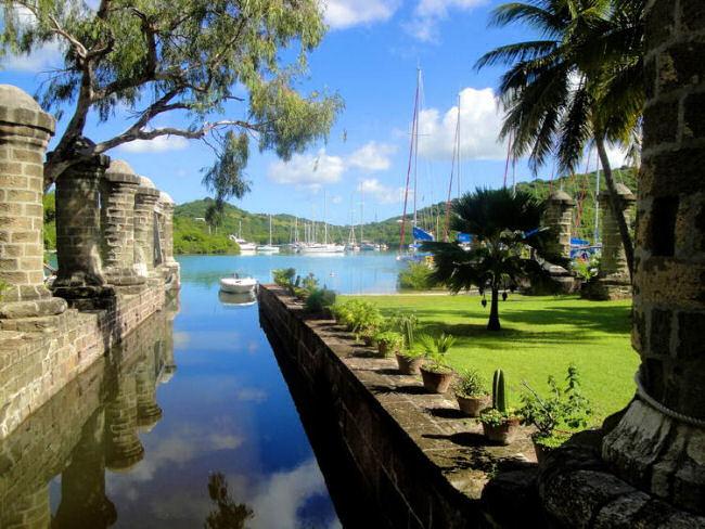 02_Antigua-Naval.jpg